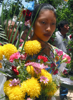 Mayan-woman-with-flowers