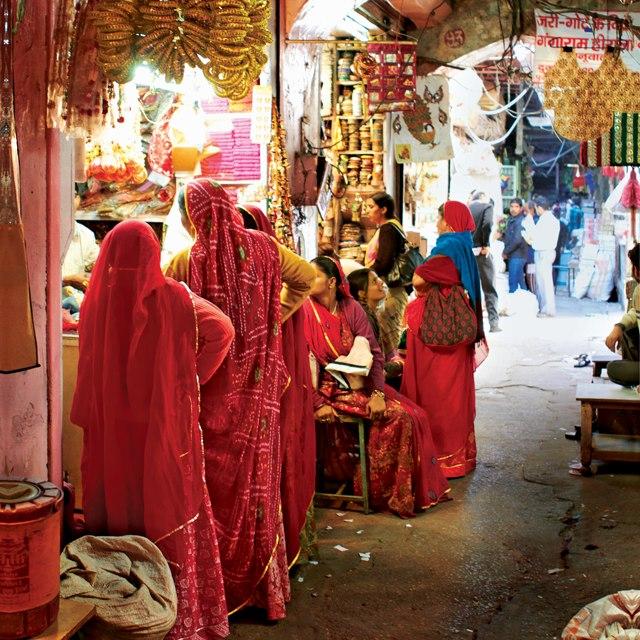 Item3.size.jaipur-india-market-640