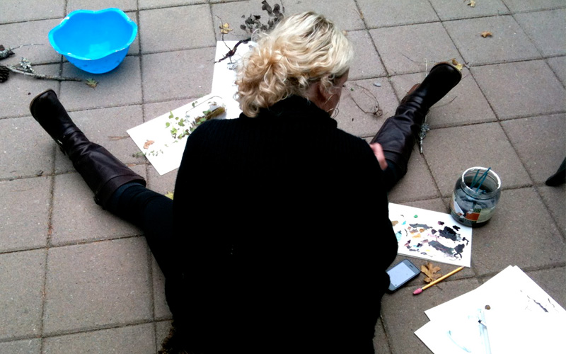 Anahata katkin painting outside