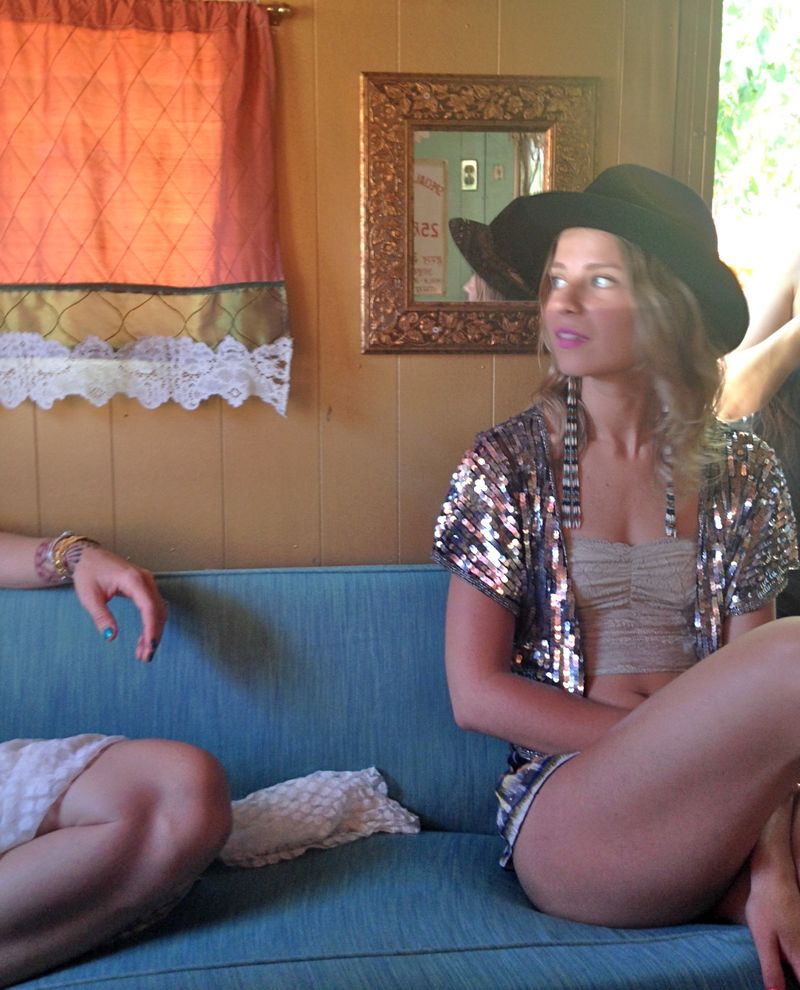 Larissa behind the scenes for papaya