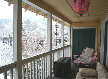 Snowy_porch